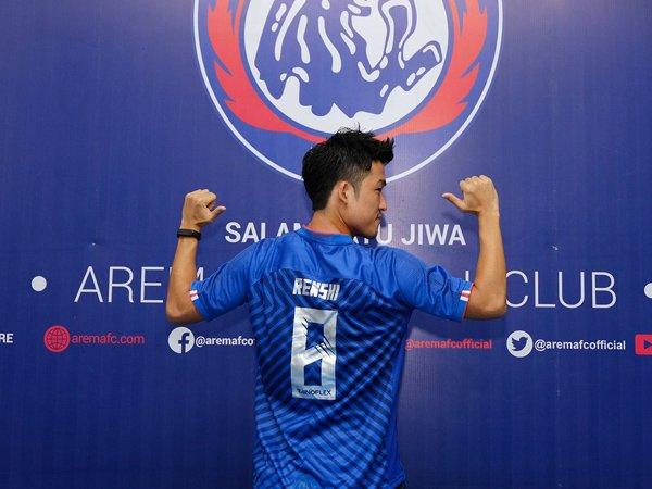 Renshi Yamaghuci saat diperkenalkan sebagai pemain Arema FC
