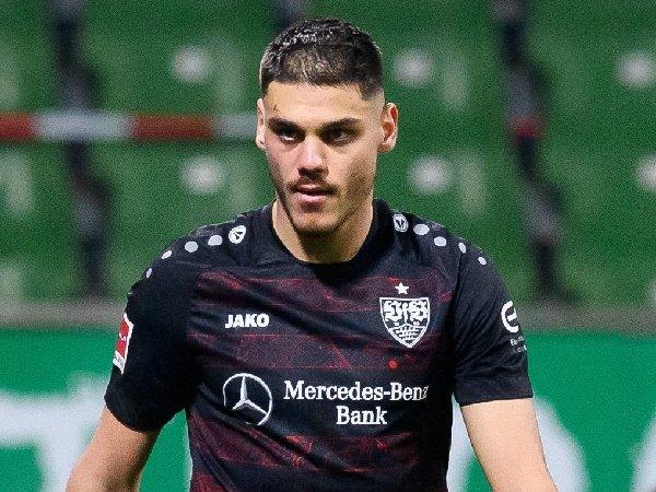 Konstantinos Mavropanos bermain untuk Stuttgart musim lalu