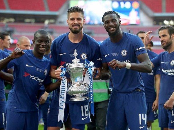 AC Milan incar tiga pemain Chelsea
