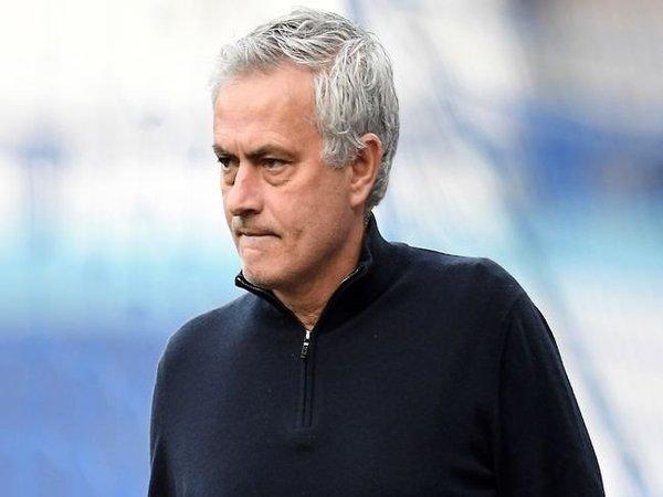 Jose Mourinho memberi prediksi mengenai siapa saja tim yang bakal lolos sebagai semifinalis Euro 2020 / via Getty Images