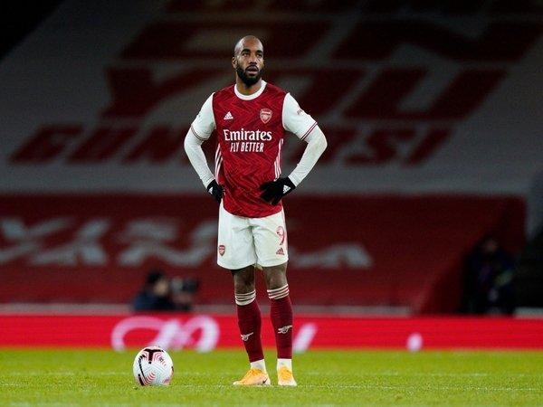 Arsenal dilaporkan akan mencari segala cara untuk bisa menguangkan Alexandre Lacazette pada musim panas ini / via Getty Images
