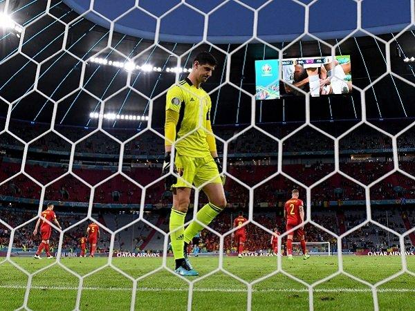Thibaut Courtois kebobolan dua kali ketika menghadapi Italia.