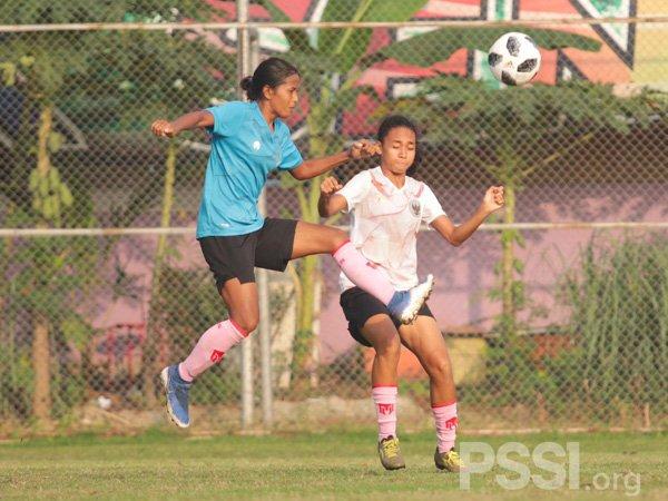 Latihan timnas wanita Indonesia