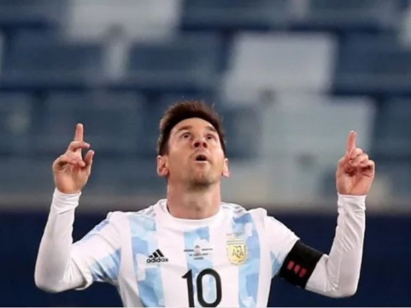 Luis Scaloni puji performa Lionel Messi.