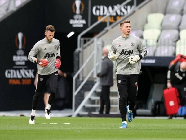 Manchester United ingin Dean Henderson bertahan