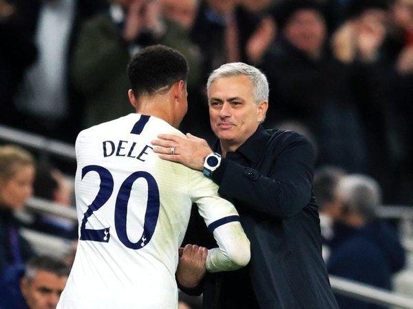 Dele Alli dan Jose Mourinho / via Getty Images