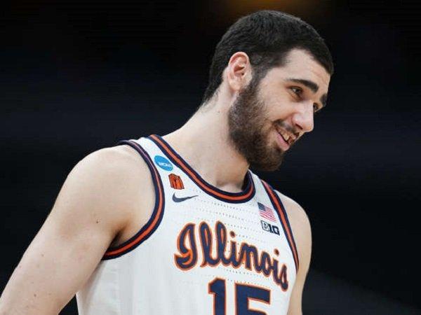 Los Angeles Lakers berencana menjajal kemampuan Giorgi Bezhanishvili dari Universitas Illinois. (Images: Getty)