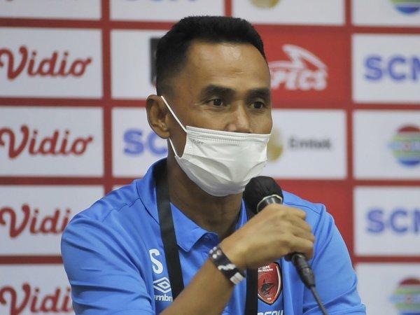 Pelatih sementara PSM Makassar, Syamsuddin Batolla