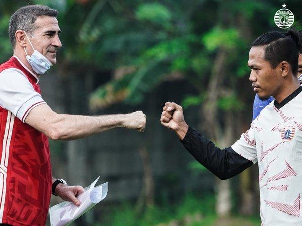 Tony Sucipto (kanan) bersama Pelatih Persija Jakarta, Angelo Alessio