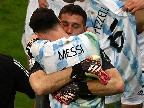 Emiliano Martinez sukses berikan kemenangan untuk Argentina.