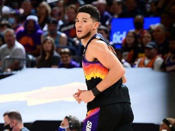 Shooting guard andalan Phoenix Suns, Devin Booker.
