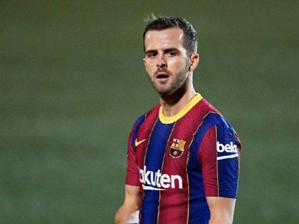 Alasan utama Miralem Pjanic ingin hengkang adalah jatah bermainnya yang minim di Barcelona.