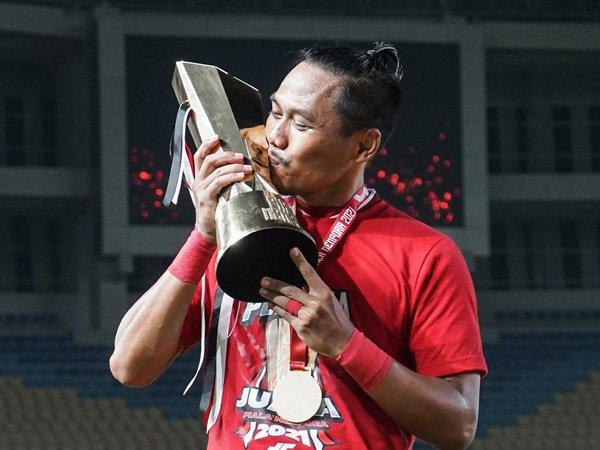 Tony Sucipto saat merengkuh gelar juara Piala Menpora