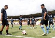 Tim Pelatih Persela Terima Laporan Latihan Mandiri Pemain Lewat Video