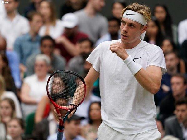 Pandangan Denis Shapovalov usai kalah di semifinal Wimbledon 2021
