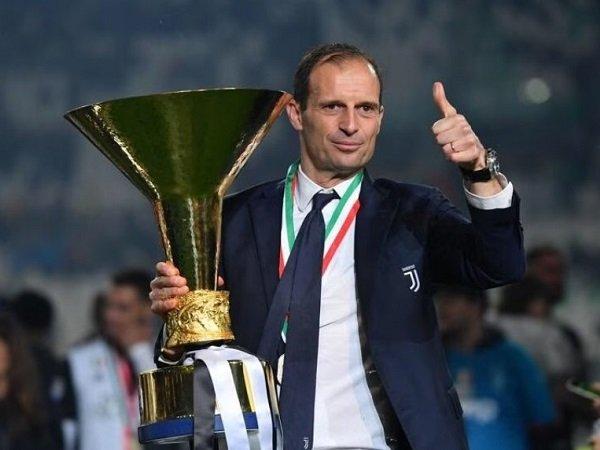 Massimiliano Allegri diajak bahas strategi transfer dengan para petinggi Juventus.