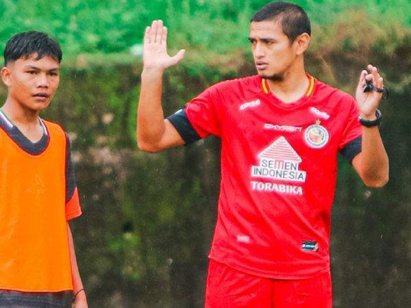 Pelatih Akademi Semen Padang FC, Hengki Ardiles
