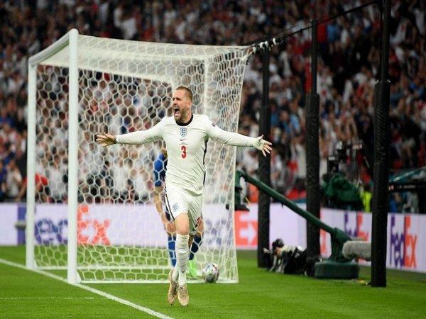 Jose Mourinho akhirnya bersedia memberikan pujian bagi Luke Shaw yang dulu kurang begitu disukainya saat masih bahu-membahu di Manchester United / via Getty Images