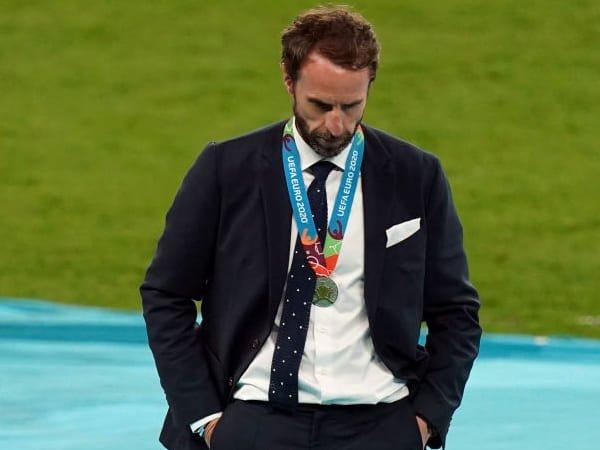 """Neville Bela Pendekatan """"Pragmatis"""" Southgate di Final Euro 2020"""