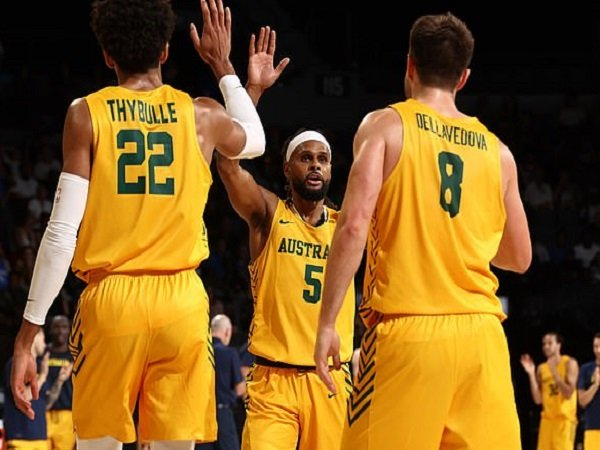 Tim bola basket Australia pecundangi Amerika Serikat di laga pramusim. (Images: Getty)