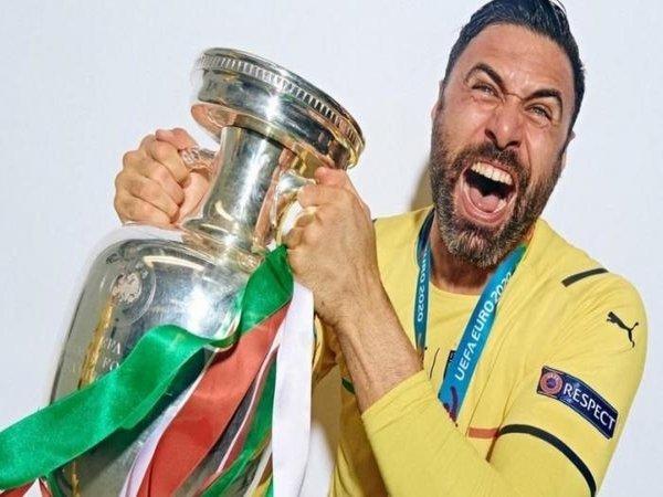 Salvatore Sirigu / via UEFA