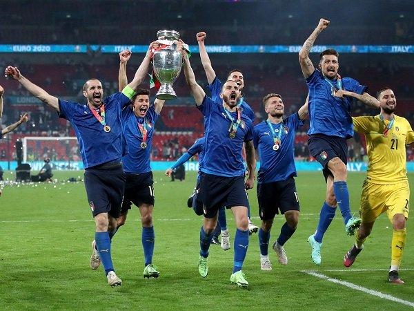 Italia diuntungkan sebagai penendang penalti pertama, klaim Gerard Pique.