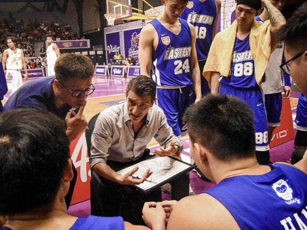 Edu Torres dipilih sebagai nahkoda baru Louvre Basketball Indonesia.