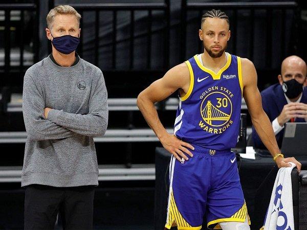 Stephen Curry bakal dicarikan bala bantuan oleh Steve Kerr.