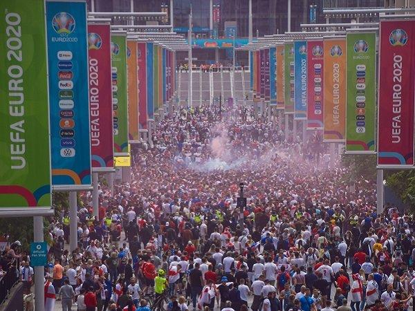 Fans Inggris berulah lagi, UEFA kembali denda FA.