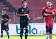 Pemain Muda Madura United Berlatih Mandiri Di Pekarangan Rumah