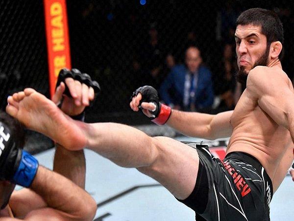Islam Makhachev berhasil perpanjang rekor kemenangannya di UFC.