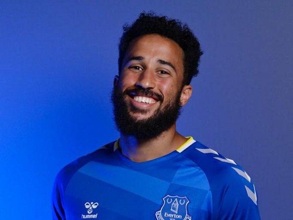 Andros Townsend bersatu kembali dengan Rafa Benitez di Everton.