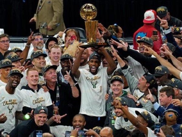 Milwaukee Bucks menjadi juara NBA.