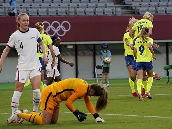 Timnas putri AS telan kekalahan telak di partai pembuka Olimpiade.