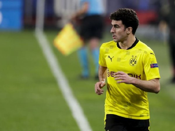Mateu Morey mungkin akan absen membela Borussia Dortmund disepanjang musim depan