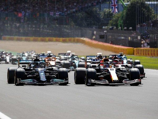 Fernando Alonso sebut Hamilton tak berniat celakai Verstappen di GP Inggris.