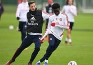 Mesut Ozil Sampaikan Dukungan untuk Bukayo Saka
