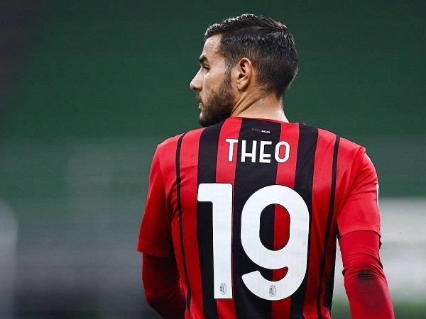 Theo Hernandez Tak Akan Tinggalkan Milan Meski Ditaksir PSG, Ini Alasannya