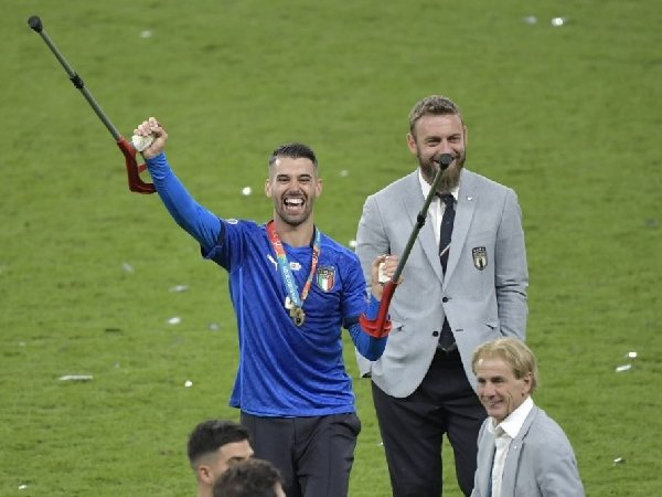Bintang AS Roma, Leonardo Spinazzola, ingin kembali bermain pada November depan