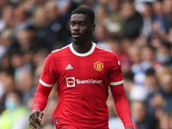 Newcastle memfokuskan transfer Axel Tuanzebe dari Manchester United