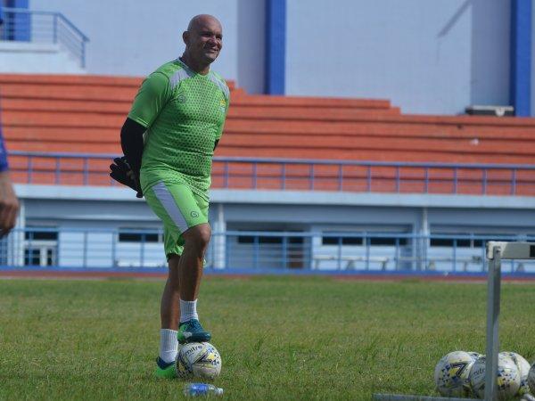 Pelatih kiper Persib, Luizinho Passos