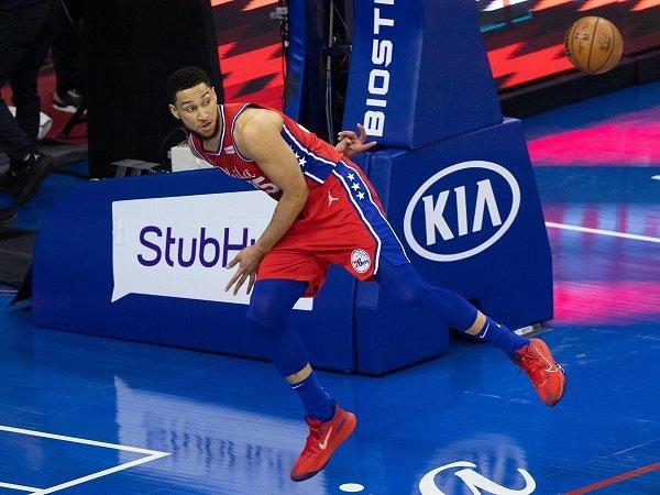 Toronto Raptors tak tertarik terima tawaran Ben Simmons dari 76ers.