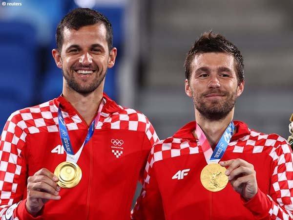 Nikola Mektic dan Mate Pavic naik podium juara Olimpiade Tokyo