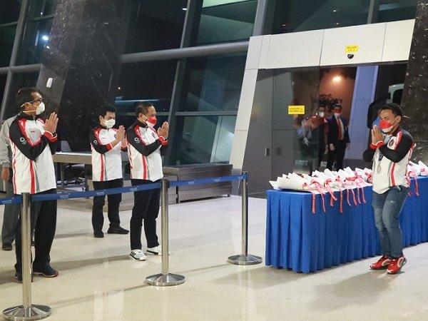 Menpora ketika menyambut kepulangan atlet Indonesia di bandara.