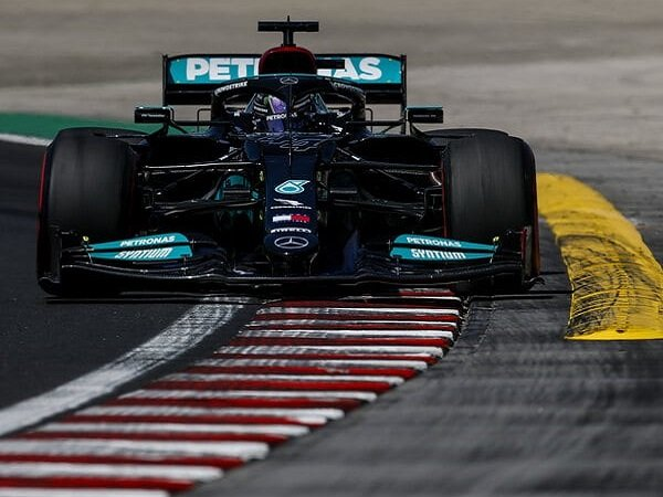 Hasil gemilang akhirnya dicatat Lewis Hamilton.