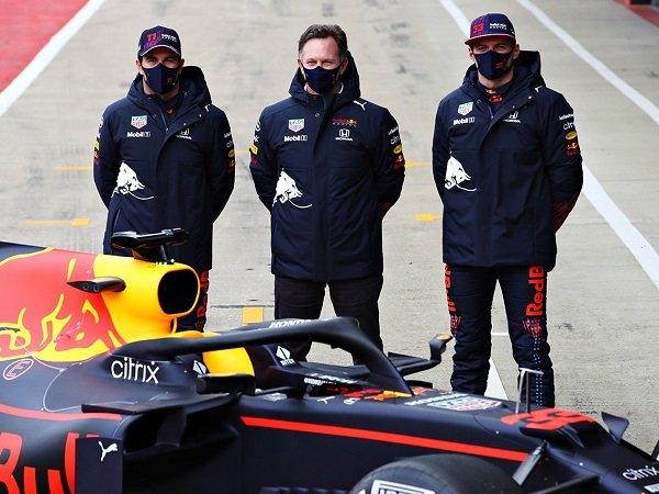 Red Bull Racing ambil langkah tegas terkait tindakan rasisme dari salah satu karyawannya.