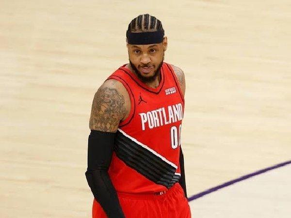 Carmelo Anthony bimbang pilih tawaran dari Lakers dan Knicks.