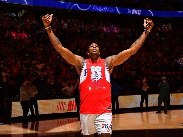 Los Angeles Lakers dapatkan jasa Dwight Howard lagi.