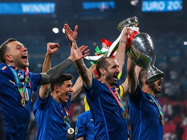 Giorgio Chiellini bertekad bangkitkan prestasi Juventus.