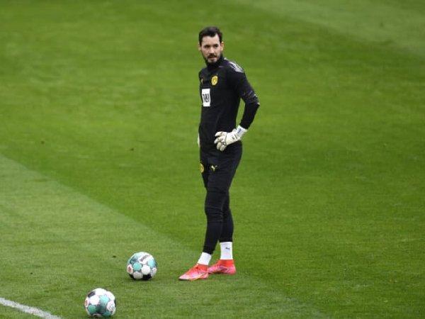 Atletico Madrid incar kiper Borussia Dortmund, Roman Burki